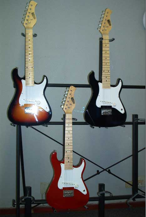 * Mini Electric Stratocaster Guitar for children 5 to 12.  VIEW JHB